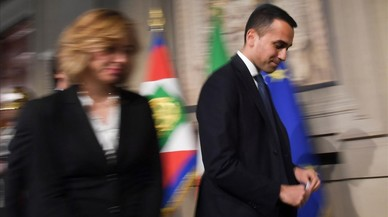 Los electores de los partidos populistas aprueban el programa de gobierno en Italia y la UE tiembla