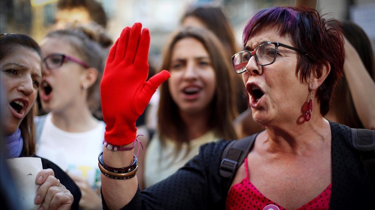 Manifestación en Pamplona contra la puesta en libertad de los miembros de 'La manada'