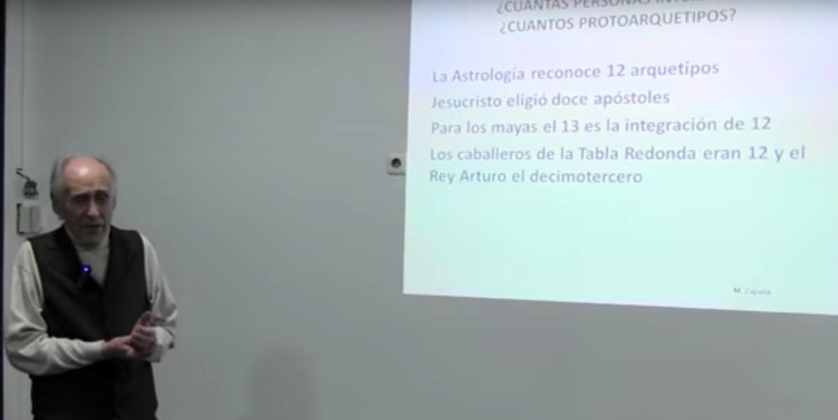 El psicólogo andaluz Manuel Zapata imparte una charla sobre Configuraciones Arquetípicas en Granada el pasado 5 de febrero.