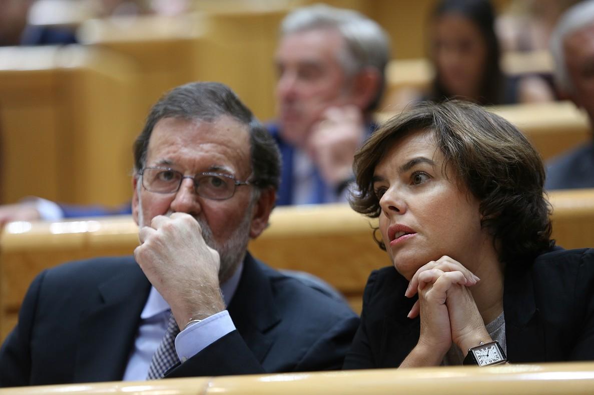Mariano Rajoy y Soraya Sáenz de Santamaría, en el Senado.