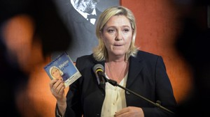 Marine Le Pen, en un acto electoral en Amiens (norte de Francia), este lunes.