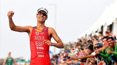 Mario Mola conquista su tercer Mundial de triatlón consecutivo