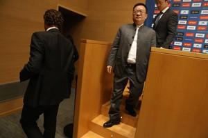 Chen Yansheng, tras dirigirse a los medios informativos.