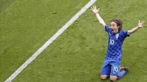 Modric celebra el gol que dio el triunfo a Croacia sobre Tuquía en el Parque de los Príncipes.