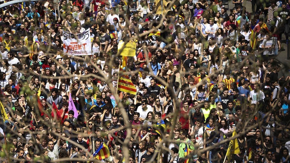 Multitudinaria manifestación por el centro de Barcelona.