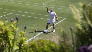 Nadal, en un entrenamiento en las pistas del All England Lawn de Wimbledon.