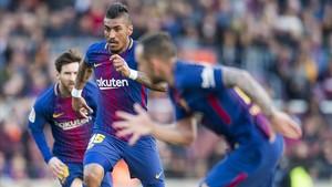 Paulinho junto a Alcácer y Leo Messi en un partido de esta temporada