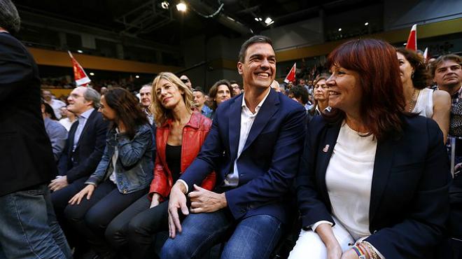 El líder del PSOE se da un baño de masas con los candidatos al Congreso y Senado.