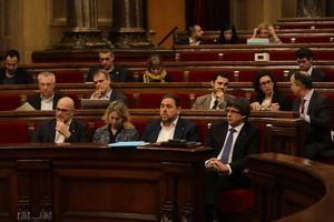 El president Carles Puigdemont, este miércoles, en el pleno del Parlament.