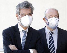 El presidente del Supremo y del Consejo del Poder Judicial, Carlos Lesmes, junto al ministro de Justicia, Juan Carlos Campo, el pasado 25 de septiembre en Barcelona, en la entrega de nuevos despachos judiciales.