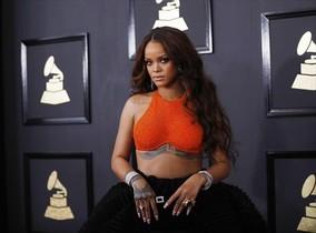 La cantante Rihanna posa en un acto de Armani Privé.