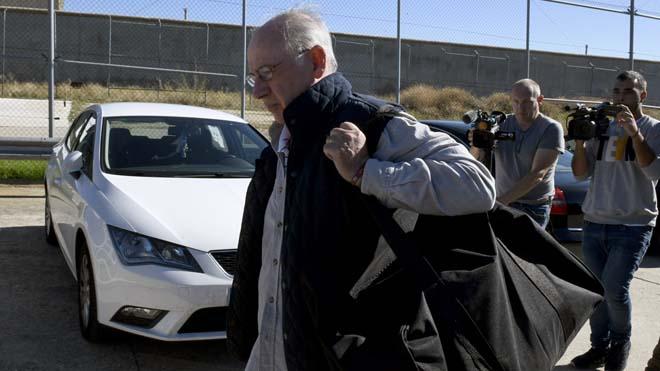 Rodrigo Rato, antes de entrar en la cárcel de Soto del Real, pide perdón a la sociedad.