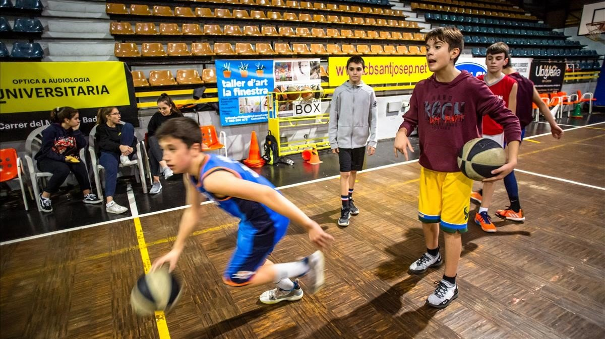 Un grupo de chicos del Sant Josep de Badalona, en un entrenamiento.