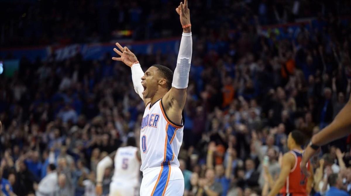 Russell Westbrook lleva ya 10 triples-dobles esta temporada, cinco de forma consecutiva.