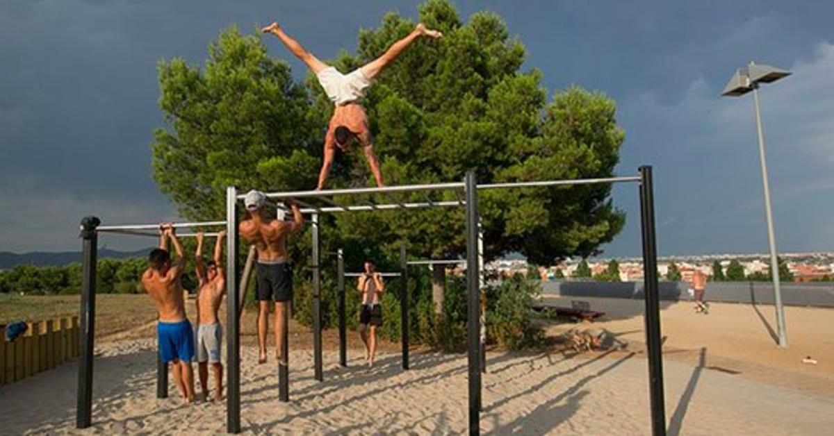 Sant Boi ha inaugurado el primer parque de street workout de la ciudad en la Muntanyeta