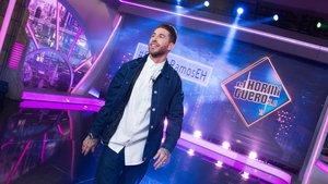 Sergio Ramos se intercambia el papel con Pablo Motos y presenta el inicio de 'El Hormiguero'