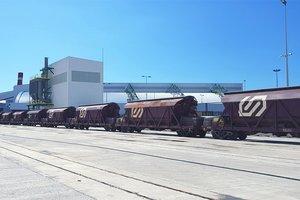 Terminal ferroviaria de FGC en las instalaciones de ICL en el puerto de Barcelona, donde llegan la sal y la potasa de las minas de Súria (Bages).