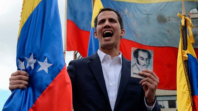 Trump reveló su decisión en un comunicado, minutos después de que Guaidó anunciara que asume las competencias del Ejecutivo venezolano para luchar contra la usurpación de la Presidencia por parte de Maduro.