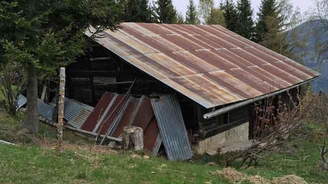 En la meseta de La Croix, a más de un kilómetro del remonte que en invierno trae hasta este espacio a esquiadores y alpinistas, se encuentra la vieja cabaña en la que el exlíder de ETA se escondía.