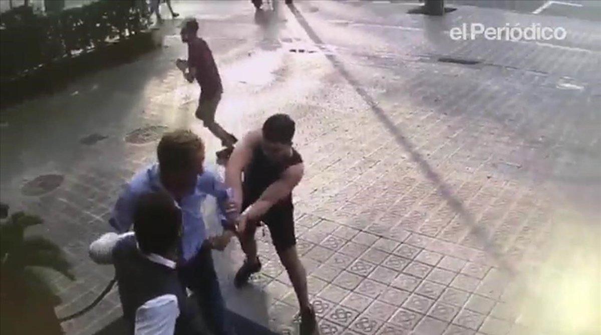 Imágenes de archivo de una banda de ladrones de relojes, en acción.