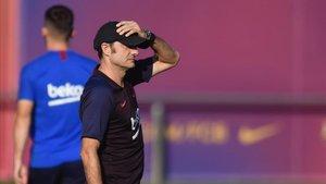 Valverde, en el último entrenamiento del Barça previo a la visita del Betis.