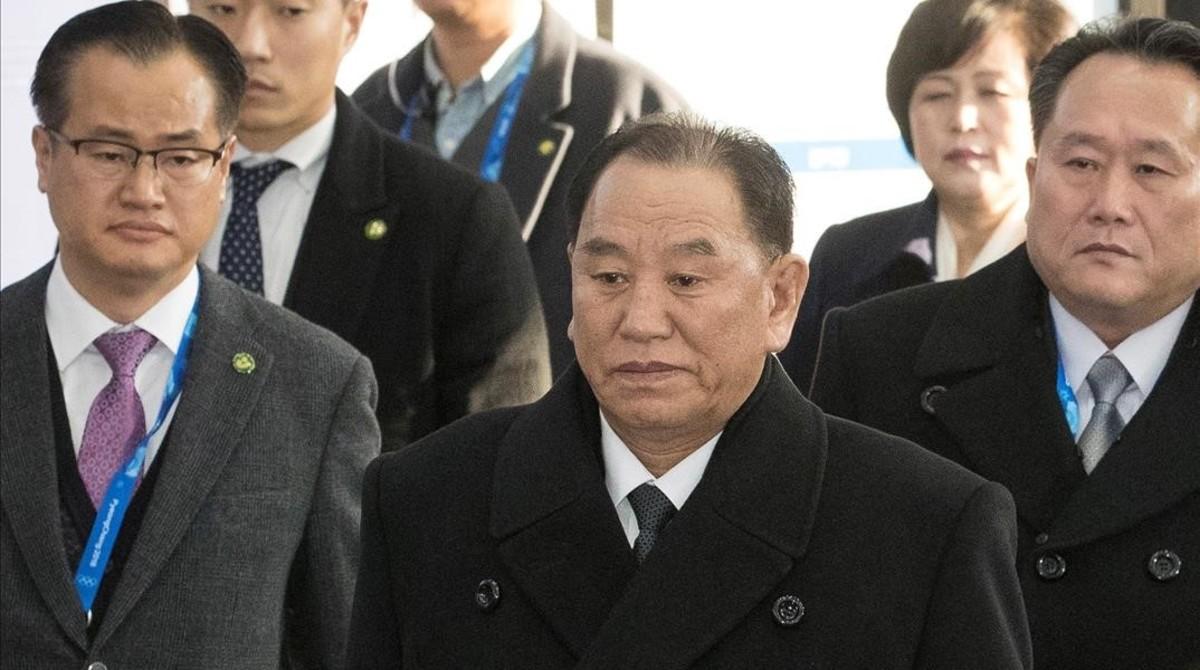 El vicepresidente de Corea del Norte, Kim Yong-chol (centro).