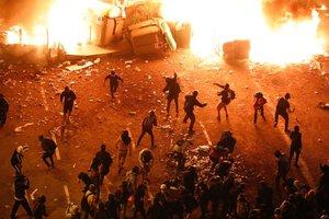 Violentos en acción en la plaza Urquinaona.