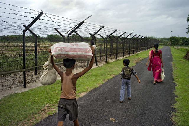 India - Bangladesh. El muro del miedo.