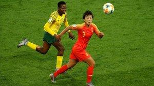 Wan Shuang, estrella de China, en acción en el partido ante Sudáfrica del Mundial