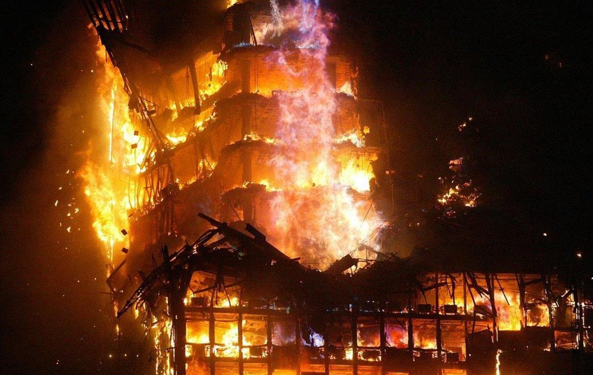 """La """"acción final"""" de Villarejo para el BBVA, ¿el incendio del Windsor de hace 14 años?"""