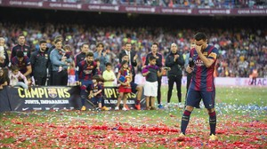 Xavi se emociona en su discurso de despedida tras el partido de Liga entre el Barça y el Deportivo.