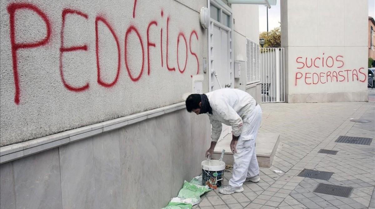 Pintadas contra la pederastia en Granada.