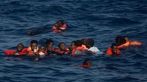 Almenys 20 morts al caure a l'aigua uns 200 immigrants al Mediterrani