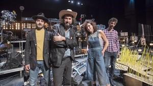 De izquierda a derecha, Asso Stefana,Vinicio Capossela y el dúoCabosanroque, Laia Torrents y Roger Aixut.