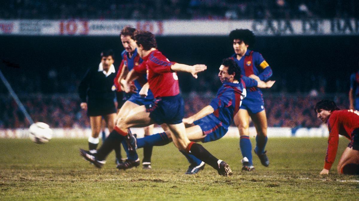 Quini marcó los cuatro goles del Barça-Osasuna de 1984. En la foto, con Periko Alonso, Maradona, Mina y Rípodas.