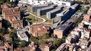 Vista aérea del recinto del Hospital de Sant Pau, donde se distingue el área modernista y e nuevo instituto de investigación.