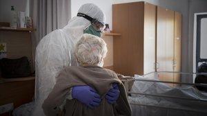 La mortalitat per Covid en persones de més de 74 anys es va disparar al 30% a Catalunya