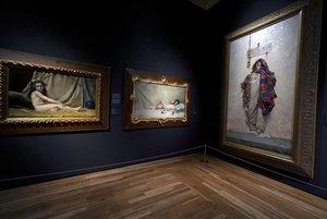 Un rincón dede la exposición'Invitadas,fragmentos sobre mujeres, ideología y artes plásticas en España (1833-1931), en el Museo del Prado.