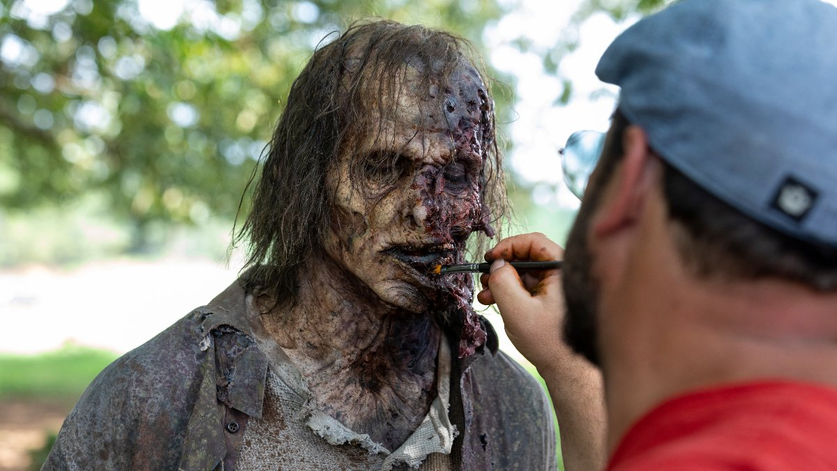 Uno de los zombis de la novena temporada de The Walking Dead, en pleno proceso de retoque.