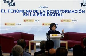 Sáenz de Santamaría reinvidica el papel de los medios serios ante las noticias falsas