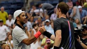 Fernando Verdasco y Andy Murray se saludan tras el partido.