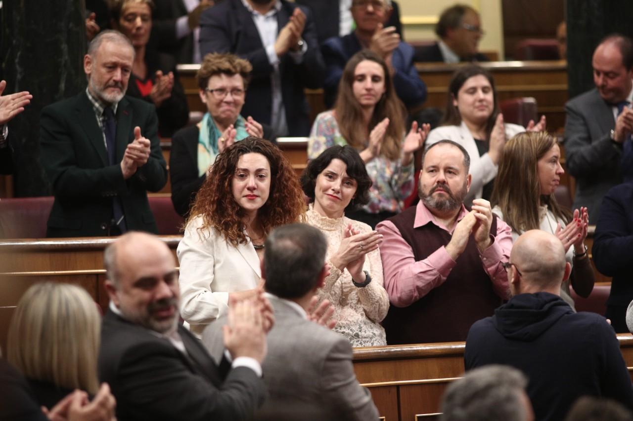 El emotivo aplauso a Aina Vidal, la diputada enferma de cáncer