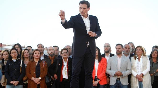 Rivera ofereix a Casado un pacte de Govern per fer fora Sánchez