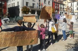 Fotografíafacilitada por la familia de Clara García que muestra laniña activistade 11 añosdurante una concentración el pasado domingo y que forma parte de la lucha contra la crisis climática.