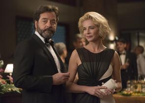 Abel Folk y Belén Rueda, en la serie de Antena 3 La embajada.