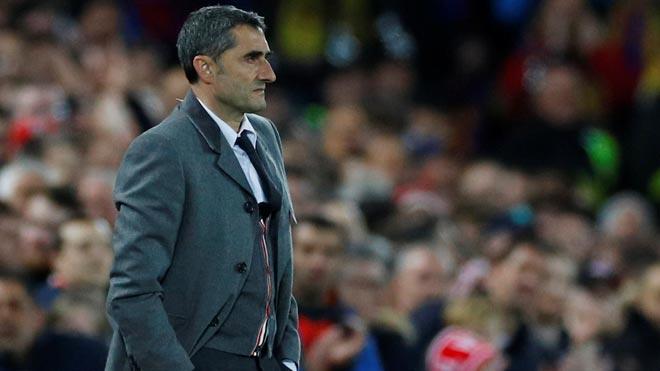 Aficionados y prensa muestran su enfado ante la derrota del Barça en Liverpool. En la foto, el entrenador Ernesto Valverde.