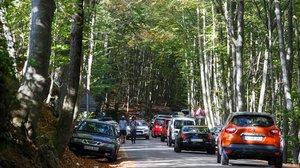 Aglomeración de coches la semana pasada en Santa Fe (Montseny).