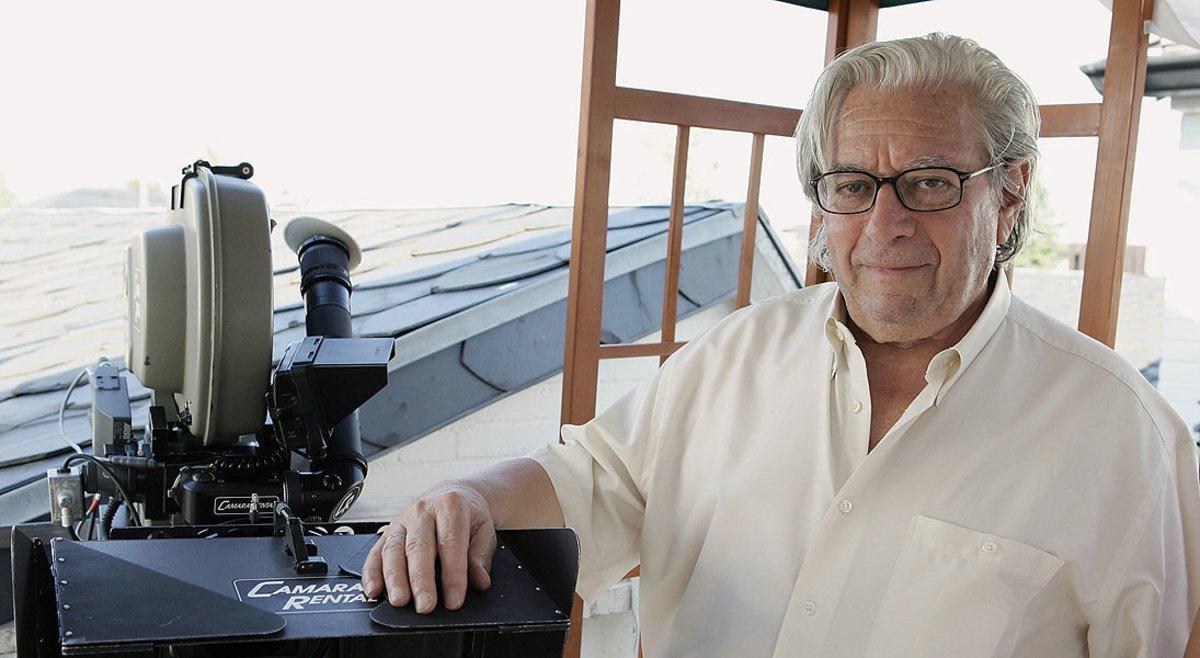 Antonio Mercero, con su inseparable cámara, en el 2006.