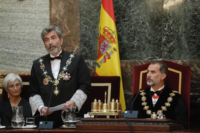 El Rey Felipe VI, junto a la fiscal general del Estado, María José Segarra y Carlos Lesmes.