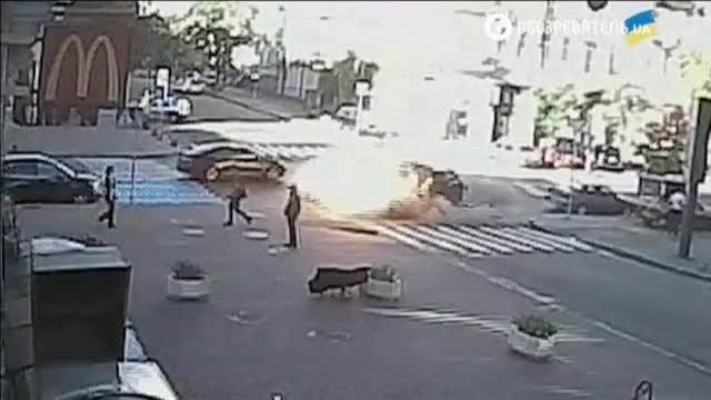 Un vídeo muestra el momento en que estalla el coche del periodista ruso Pavel Sheremet en Kiev.